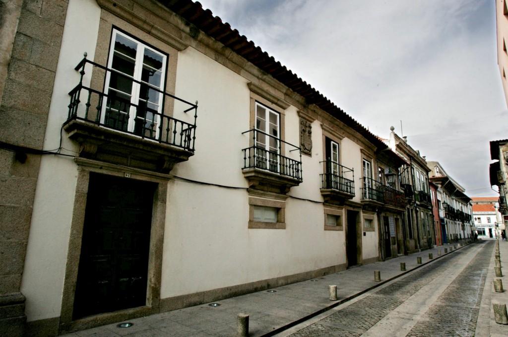 Fachada do Museu das Rendas de Bilros, na Rua de S. Bento