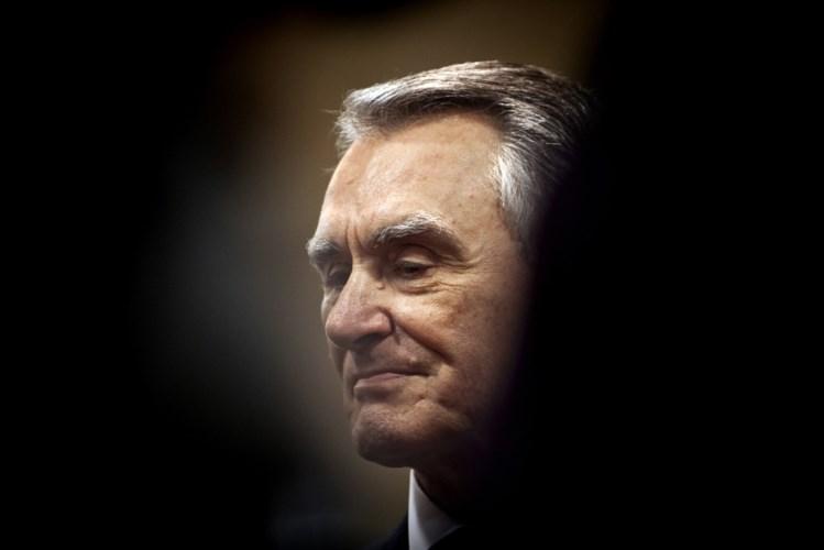 Cavaco Silva aprovou o orçamento e depois lavou as mãos.. como Pôncio Pilatos