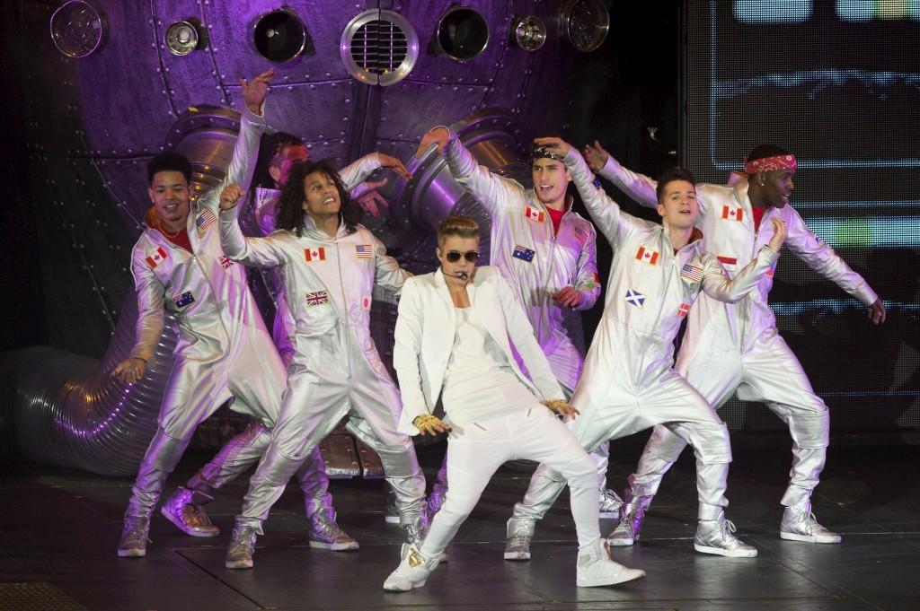 Justin Bieber no concerto de Londres a 4 de Março em que chegou atrasado