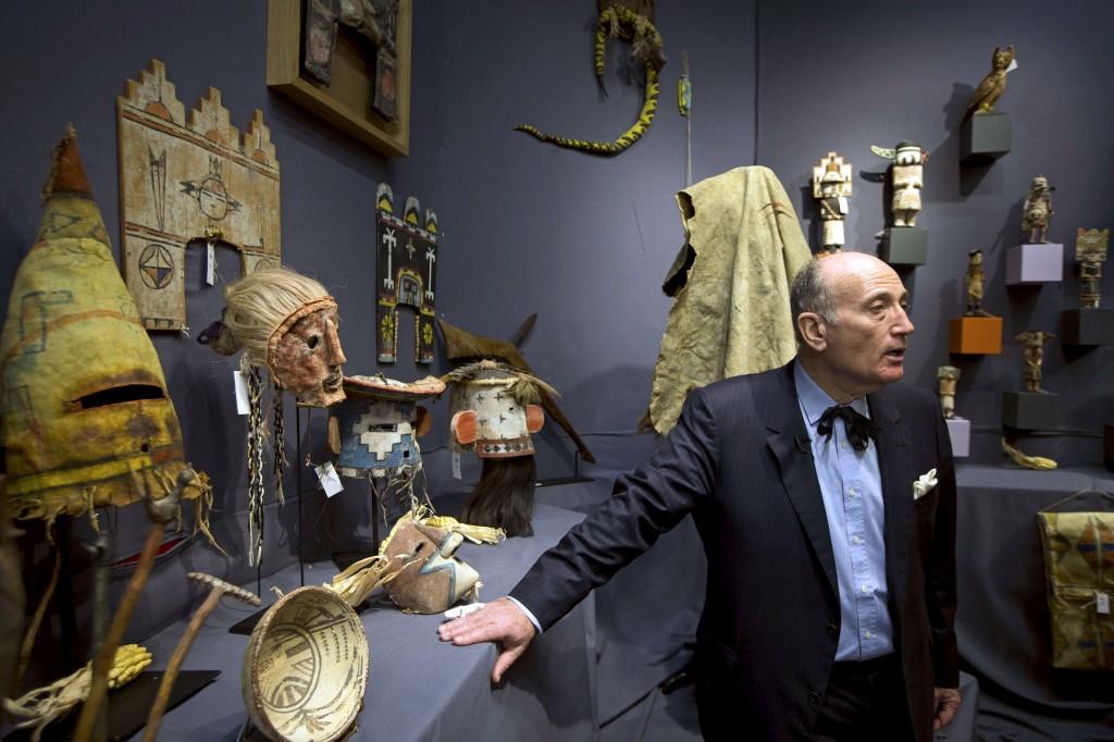 O leiloeiro Alan Leroy na venda desta tarde, em Paris